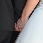 Händchen halten vor der Kirche
